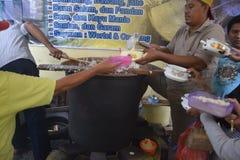 Rompendosi velocemente con il porridge nella moschea Pekojan Samarang Fotografie Stock