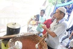 Rompendosi velocemente con il porridge nella moschea Pekojan Samarang Fotografia Stock Libera da Diritti