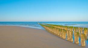Rompeolas al mar en verano Fotografía de archivo