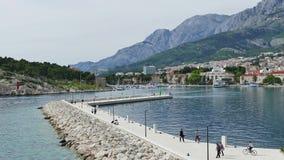 Rompeolas de Makarska almacen de metraje de vídeo