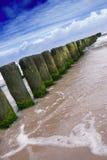 Rompeolas de marea Foto de archivo libre de regalías