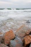 Rompeolas de piedra Foto de archivo libre de regalías