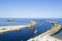 Rompeolas del puerto en Kolobrzeg Fotos de archivo libres de regalías