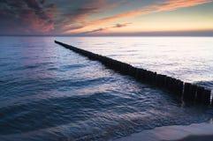 Rompeolas en el mar Fotos de archivo