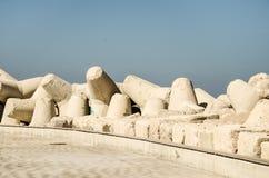 Rompeolas en el mar adriático Fotos de archivo