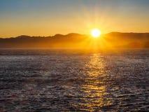 Rompeolas en Ogden Point en Victoria, A.C., Canadá; puesta del sol t Foto de archivo libre de regalías