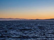 Rompeolas en Ogden Point en Victoria, A.C., Canadá; ti de la puesta del sol Imagenes de archivo