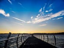 Rompeolas en Ogden Point en Victoria, A.C., Canadá; ti de la puesta del sol Fotos de archivo