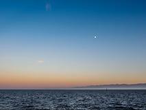 Rompeolas en Ogden Point en Victoria, A.C., Canadá; ti de la puesta del sol Foto de archivo libre de regalías