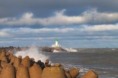 Rompeolas en tormenta Fotografía de archivo