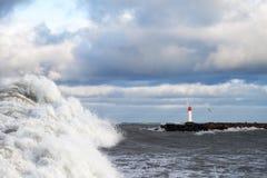 Rompeolas en tormenta Fotografía de archivo libre de regalías