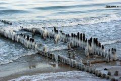 Rompeolas Ice-covered Foto de archivo libre de regalías