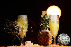 Romper el vidrio del champán fotos de archivo libres de regalías