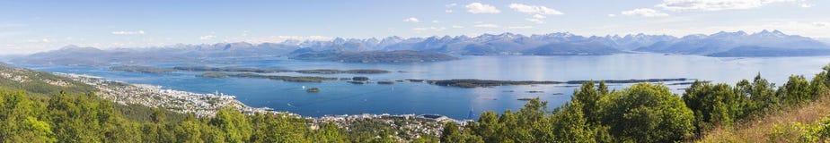 Romsdalsfjorden cerca de Molde en Noruega del sur Foto de archivo libre de regalías