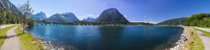 Romsdalsfjorden près d'Andalsnes en Norvège du sud Photo stock