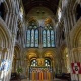 Romsey Abbey Altar y Windows del este Imagen de archivo