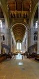 Romsey Abbey Nave sikt från altaret Royaltyfria Bilder