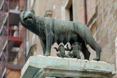 Romulus och Remus staty i Rome Arkivbild