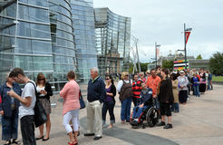 ron очереди muek выставки толп видит к Стоковое Изображение