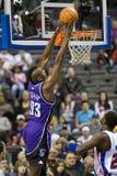 Ron Artest taucht die Kugel ein Lizenzfreies Stockfoto