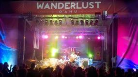 Ron Artis II & temporal executa na fase durante o concerto da noite fotos de stock