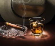 Ron y cigarro Fotografía de archivo libre de regalías