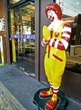 Ένα άγαλμα του Ronald McDonald στη Μπανγκόκ Στοκ Φωτογραφία