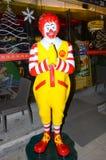 Ronald McDonald Hands ha afferrato in un saluto tailandese tradizionale Immagini Stock Libere da Diritti