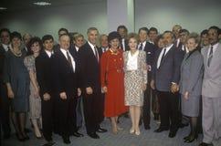 Ronald Reagan总统,里根夫人,加利福尼亚州长乔治Deukmejian和妻子和其他政客 里根,加利福尼亚州长乔治Deukmejian和妻子和其他政客 免版税图库摄影