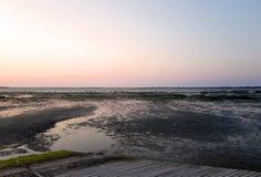 Ronce-les-Bains strand och atlantiskt hav royaltyfria bilder