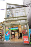 Rond de hoekwinkel in Seoel Stock Afbeeldingen