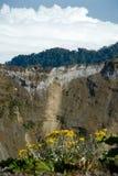 De vulkaankrater van Irazu stock foto's
