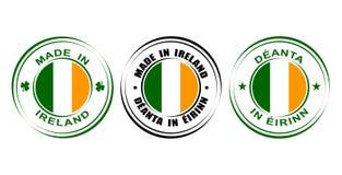 ` Rond de label fait dans le ` de l'Irlande avec le drapeau et l'oxalide petite oseille Photo libre de droits