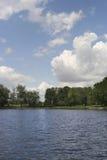 Rond de rivier Stock Foto's