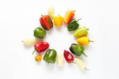 Rond die kader van groenten op een witte achtergrond wordt geïsoleerd Royalty-vrije Stock Afbeeldingen