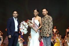 Rond final de Mlle Supranational Thailand 2017 sur la grande étape a Images stock