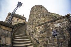 Rond het kasteel van Edinburgh zoals die van het Kasteel van Edinburgh, Schotland wordt bekeken stock foto's