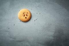 Rond koekje met emotie, gezicht met emotie Stock Foto