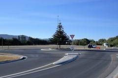 Rond point du trafic dans la ville australienne, Coffs Harbour photos stock