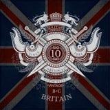 Rond Schild en Dwarszwaarden met Linten en Leeuw Militair Heraldisch Etiket op de Vlagachtergrond van Groot-Brittannië Royalty-vrije Stock Afbeeldingen
