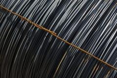 Rond staal in ringen in het materiële lager, enige ring met diagonaal het uitbreiden van binddraad, symmetrie Stock Afbeeldingen
