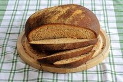 Rond volkorenbrood. Stock Foto