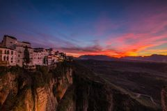 Ronda al tramonto nelle vibrazioni di autunno fotografie stock libere da diritti