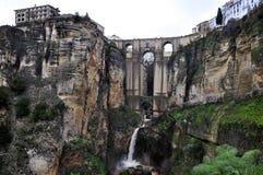 Ronda (a Andaluzia, Espanha) o Ponte Nuevo (ponte nova) Fotos de Stock Royalty Free