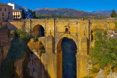 Ronda bro i aftonen Royaltyfri Bild