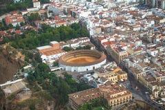 Ronda, laga do ¡ de MÃ, Espanha Praça de touros no primeiro plano Foto de Stock Royalty Free