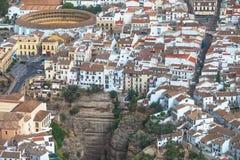 Ronda, MÃ ¡ laga, Ισπανία Αρένα ταυρομαχίας και ποταμός GuadalevÃn Στοκ Φωτογραφία