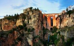 ronda spain Upplyst ny bro över den Guadalevin floden Royaltyfria Foton