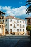 RONDA SPANIEN - FEBRUARI 04, 2014: Vita traditionella dekorerade bu Arkivfoton