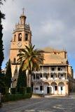 Ronda steeg, oude gebouwen met hemelblauw royalty-vrije stock afbeeldingen